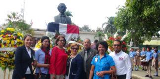 En el centro Miguel Ángel Núñez, a su derecha Tania Olivo a la izquierda Miguelina Vargas.