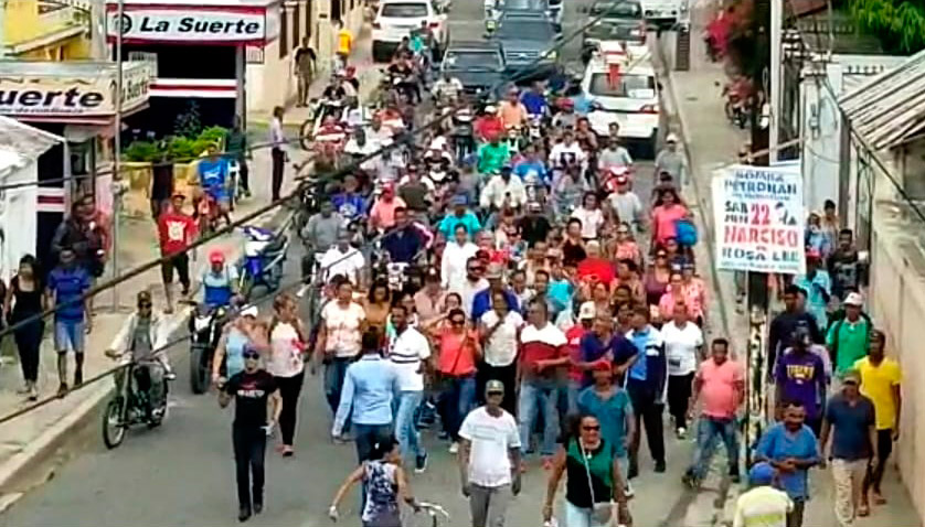 Cientos de personas recibimiento en caravana a Jacobo Morel